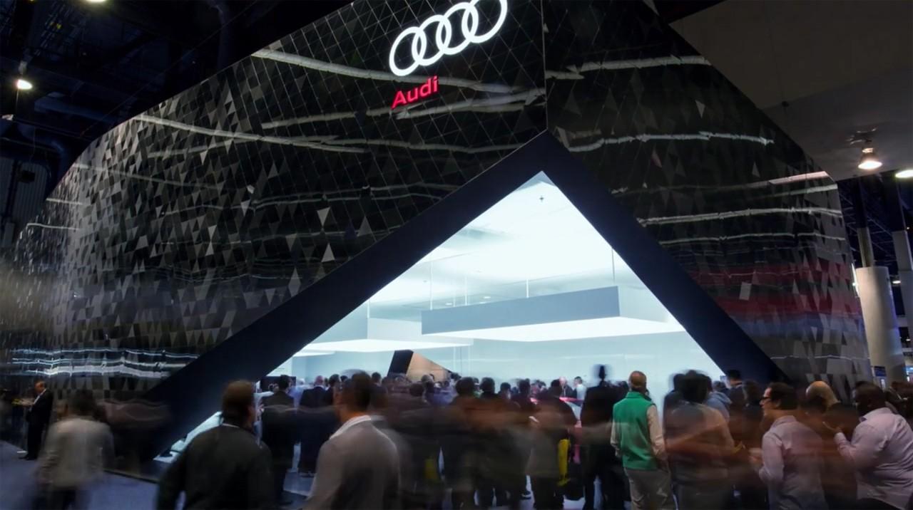 Araba üretiminin devi olan AUDI 2014 Amerika fuarında 3D Lenticular ürünleri ile fuar standı oluşturmuştur.